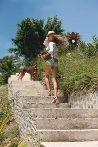 Gisele Bundchen guapísima tras su embarazo y con el mismo estilo de siempre para Vogue, culottes