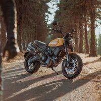 ¡Preciosa! Ducati presume de su clásico motor bicilíndrico con esta espectacular Scrambler amarilla, por 14.290 euros