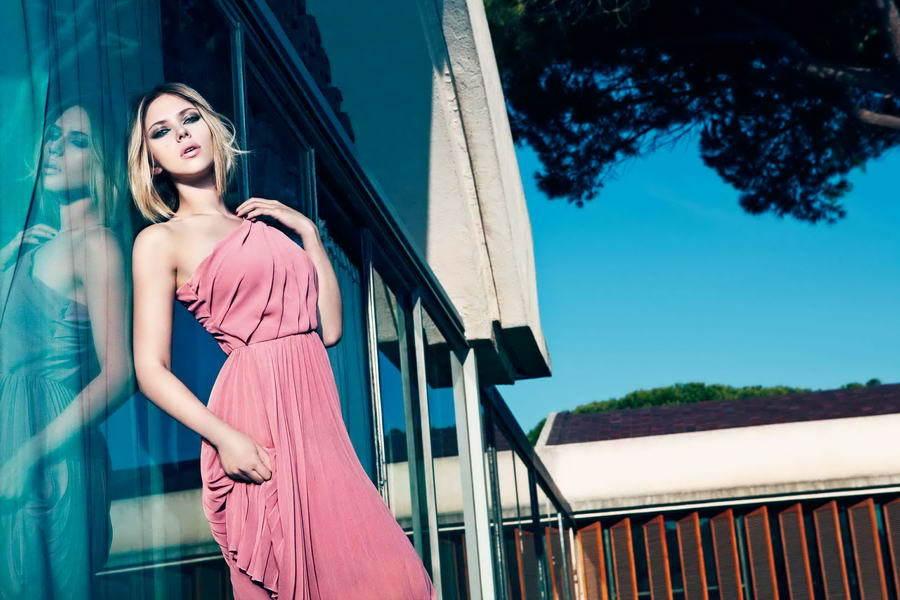 Foto de El look de Scarlett Johansson en la campaña de Mango Primavera-Verano 2011 (1/4)