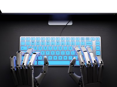 Mya quiere acabar con la discriminación a la hora de contratar: que lo haga un bot con IA sin sesgos