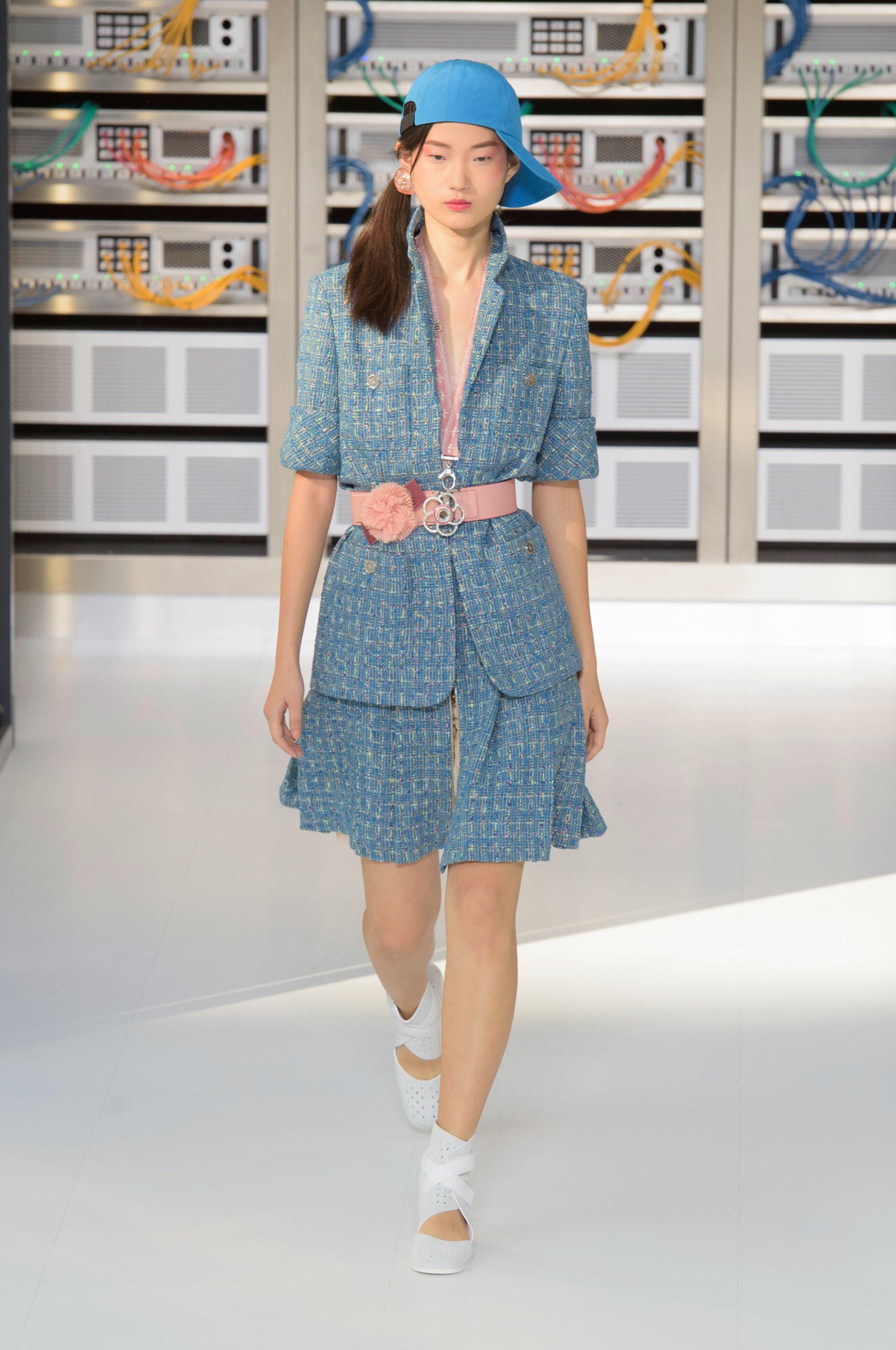 Foto de El regreso al futuro de Chanel en su colección Primavera-Verano 2017 (23/96)