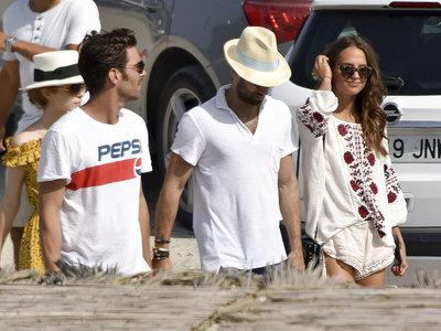 El look de Alicia Vikander en Ibiza que vas a querer copiar (salvo por el bolso)