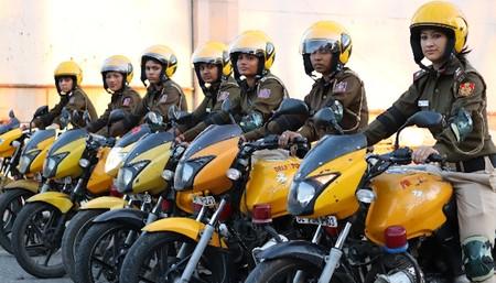 Un escuadrón de 500 mujeres policía en moto combatirá los crímenes contra las mujeres en India