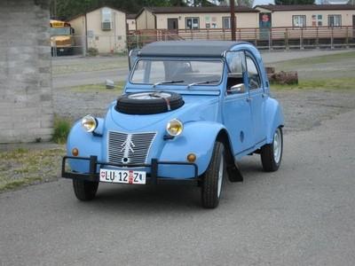Se vende Citroën 2CV Sahara (es decir, bimotor y 4x4)
