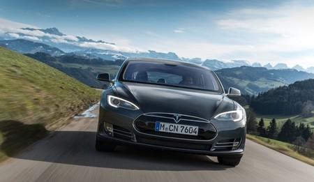 Tesla Model S gris Alpes