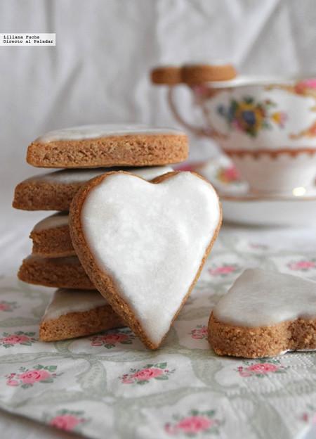 Galletas corazón de almendra, canela y cardamomo. Receta de San Valentín