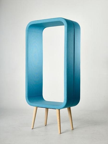 ¿Es un marco gigante? No, es la nueva silla de Ola Giertz para Materia