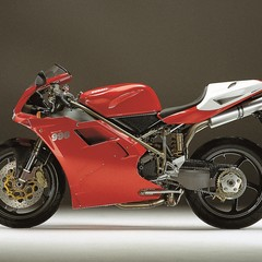 Foto 69 de 73 de la galería ducati-panigale-v4-25deg-anniversario-916 en Motorpasion Moto
