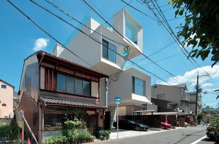 No podrás resistirte a esta casa de estilo moderno con una piscina en el techo que es simplemente espectacular