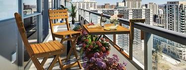 ¿Tienes un balcón pequeño? 15 mesas minúsculas para aprovecharlo al máximo