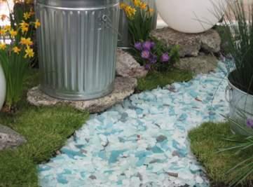 Senderos en azulejos de cristal reciclado