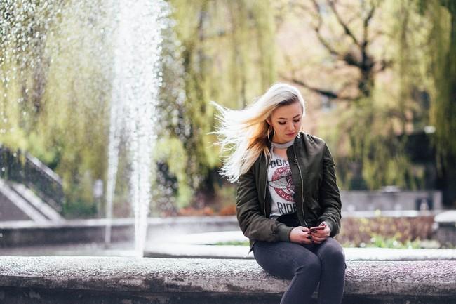 https://www.pexels.com/photo/blonde-blur-daylight-fashion-392747/