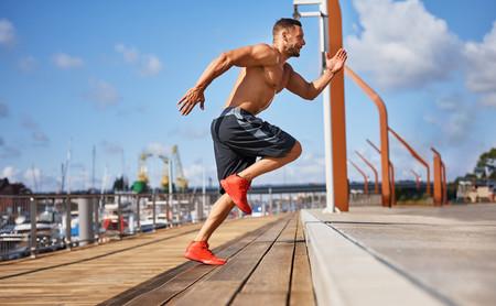Así funciona el entrenamiento HIIT para ayudarnos a perder peso: te explicamos cómo hacerlo bien