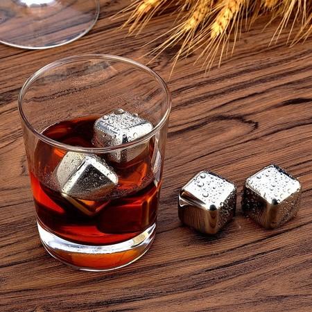 Cupón de 5 euros de descuento en el set de 12 cubitos de acero inoxidable para bebidas: se queda en 14,99 euros en Amazon