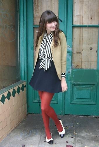 medias rojas falda