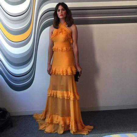 Mandy Moore trae de vuelta los años 70 con su vestido Prabal Gurung en los Premios Emmy 2016