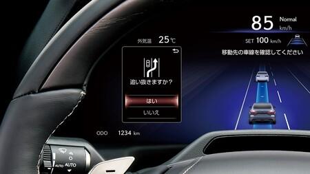 Toyota lanza su propio Autopilot: autonomía nivel 2 que mantedrá tu carril y si te estás durmiendo activará sistemas de emergencia