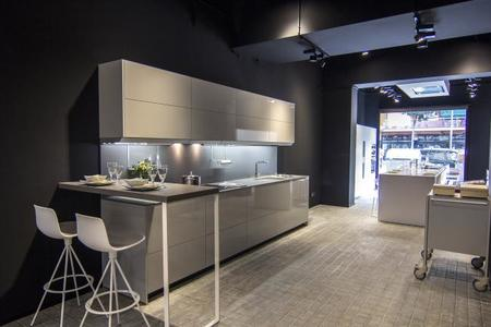 Nuevo showroom para ver y para probar las cocinas de for Cocinas modernas barcelona