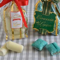 """""""Cojines verdes"""" y quenelles de chocolate blanco: los emblemas dulces del Lyon más goloso (con almendras valencianas)"""