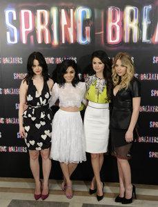 Selena Gomez y Vanessa Hudgens: las 'Spring Breakers' pasaron todo el día en Madrid