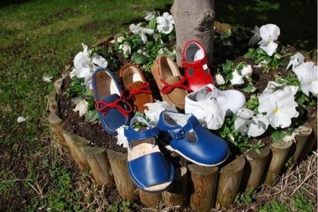 La empresa especializada en calzado Saltin & Banquin presenta una colección de verano llena de colorido