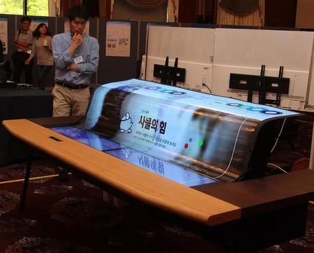 LG muestra su panel OLED  enrollable, ¿será el sustituto de nuestras pantallas de proyección?
