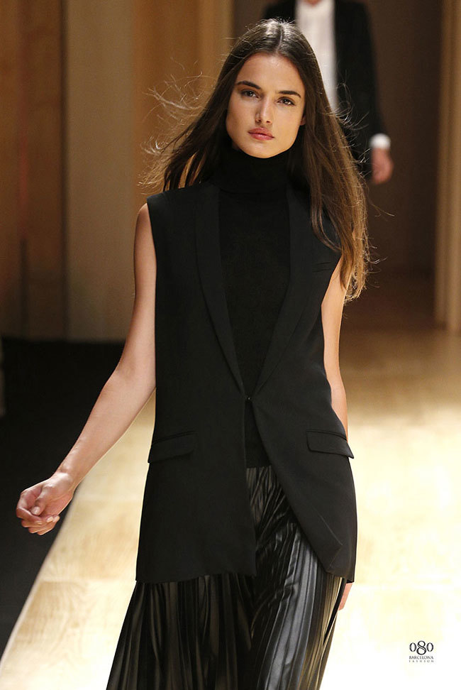 Foto de Mango abre la 080 Barcelona Fashion con su colección Otoño-Invierno 2014 y Toni Garrn (13/41)