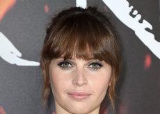 Felicity Jones se arriesga con el siempre temido corte midi en la premier de 'Inferno' en Los Ángeles