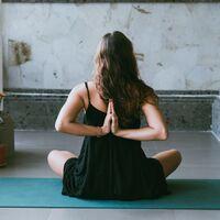 Cinco posturas de Yoga perfectas si teletrabajas y te mueves poco