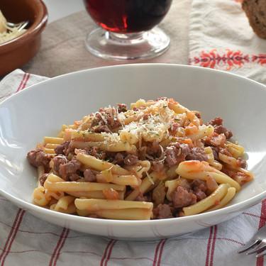Casarecce con ragú de longaniza ibérica: receta para amantes de la pasta cansados de los espaguetis boloñesa