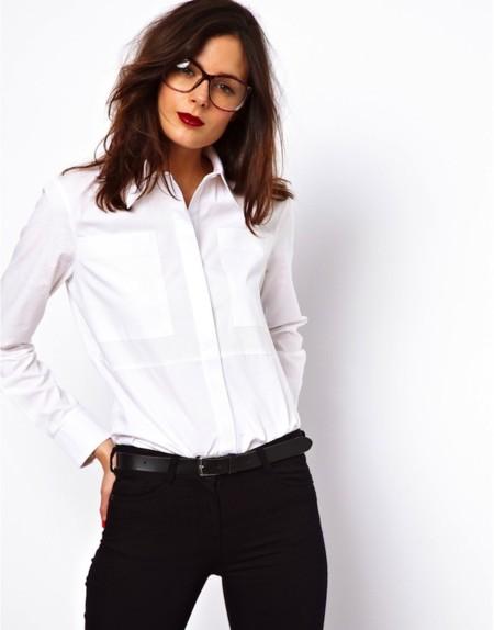 Un clásico que nunca falla: la camisa o camiseta blanca [Los 50 flechazos del verano]