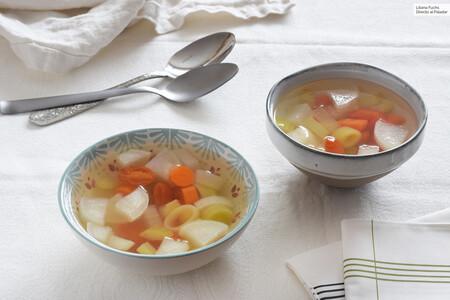 Sopa Vegana De Verduras Con Agua De Coco