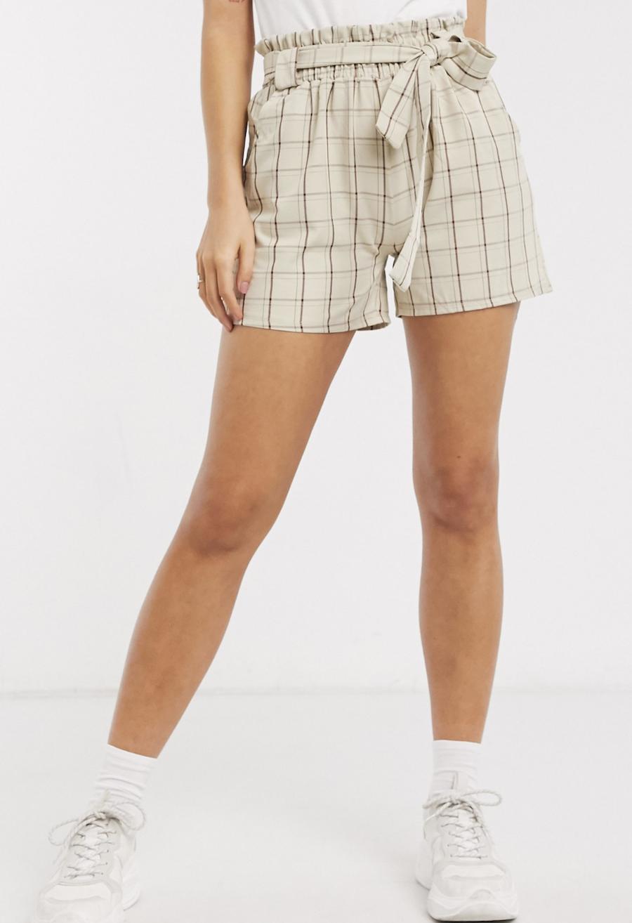Pantalones cortos con cintura paperbag a cuadros de QED London