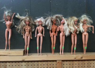 ¿Induce la Barbie a problemas alimentarios?