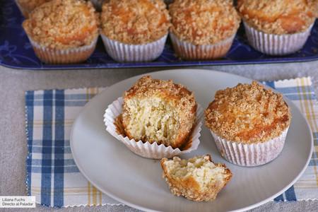 Receta de muffins con streusel de canela, para golosos que disfrutan con un toque crujiente
