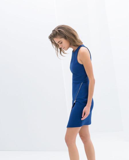 Tendencias low-cost: ¡esta primavera Zara apuesta por el azul klein!
