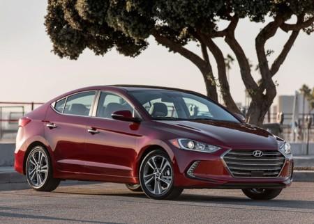 Nuevo Hyundai Elantra, ahora con motor turbo y encendido vía smartwatch