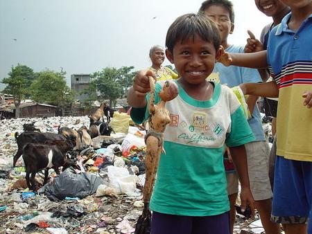Niños pobres en Yakarta, Indonesia