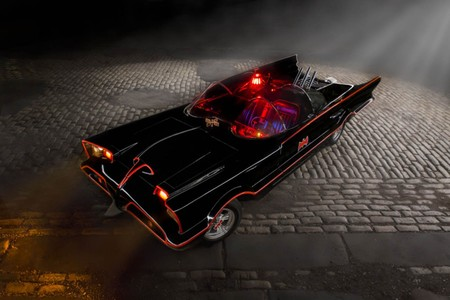 Por 223.000 euros, esta réplica del Batmóvil original que conducía Adam West puede ser tuya