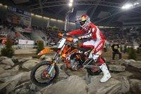 Tadeusz Blazusiak no da opción y también gana el SuperEnduro de Polonia