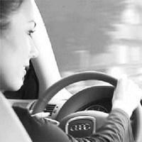Mujer al volante...