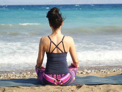 Siete posturas de yoga para embarazadas: ejercicios recomendados para el primer trimestre