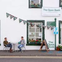 The Open Book, donde la gente regenta una librería durante su estancia