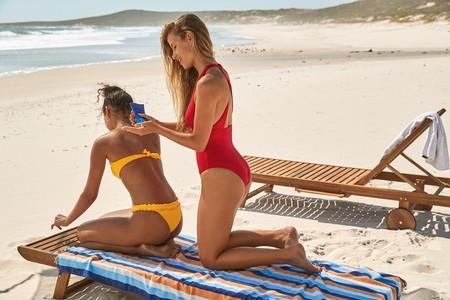 La colección de baño de Calzedonia llenará el verano de color (y de madre e hijas vestidas iguales para ir a la playa)