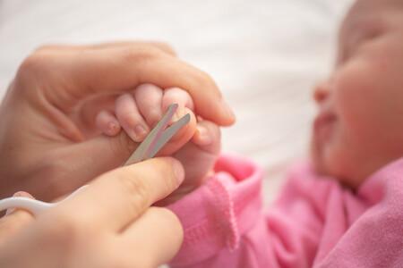Cuándo y cómo cortar las uñas del recién nacido