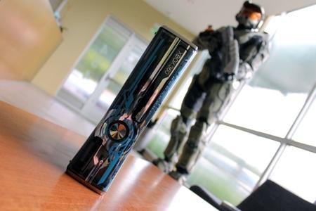 Volvemos a ver la Xbox 360 Edición Limitada 'Halo 4' y sus pads, esta vez con más detalle