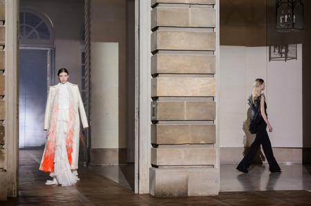 Clare Wraight Keller se estrena como Directora Creativa de Givenchy con una colección Alta Costura