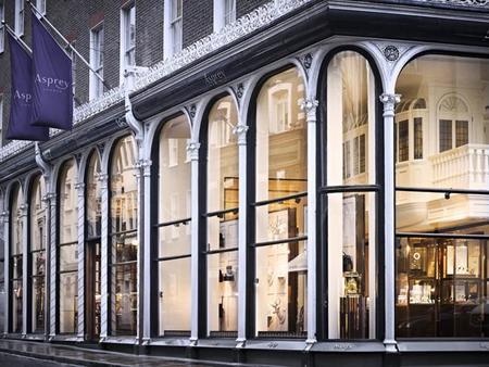 Bovet planta sus fueros en la boutique Asprey de Londres