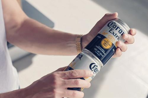 Latas de cerveza enroscables para eliminar el plástico de las anillas, ¿será la solución definitiva?
