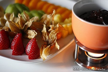 Postres fáciles y rápidos IV: fondue de chocolate con frutas